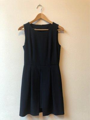 Dunkelblaues elegantes Kleid