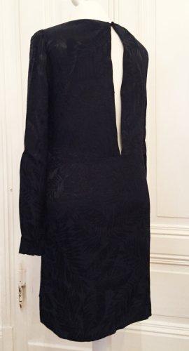 Dunkelblaues, fast schwarzes Kleid mit tiefem Rückenausschnitt und glänzendem Blumenmuster
