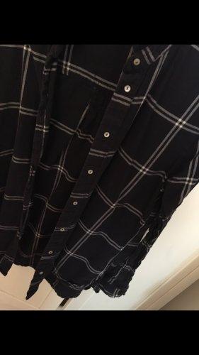 Dunkelblaues Hemd