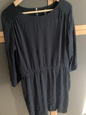 Dunkelblaues Kleid, 3/4 Arm