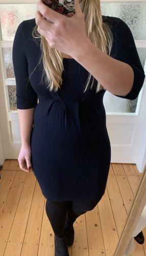 Dunkelblaues Kleid aus Feinstrick in Größe S