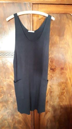 Dunkelblaues Kleid aus Strick für alle Jahreszeiten
