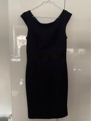 Dunkelblaues Kleid mit Mittelband