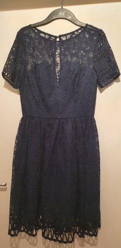 Dunkelblaues Kleid von ChiChi London