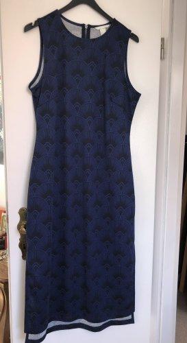 Dunkelblaues Kleid von H&M mit besonderem Muster