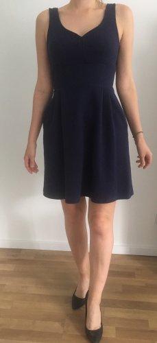 Dunkelblaues Kleid von maison Jules
