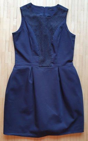 Dunkelblaues Kleid von Mohito - Punktemuster auf dem Corsage