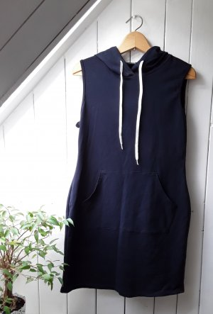 Dunkelblaues Kleid von Styleboom