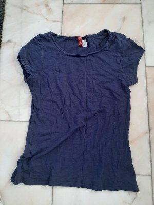 Dunkelblaues Shirt
