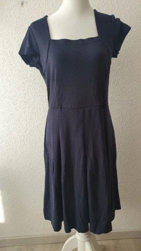 Dunkelblaues Sommerkleid von Heine