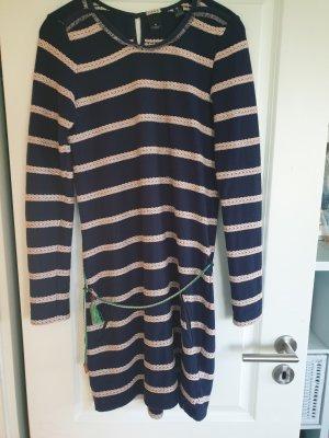 dunkelblaues Sweatkleid mit kordelartigen Streifen