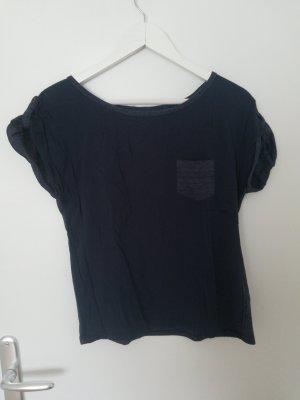 dunkelblaues T-Shirt mit Details
