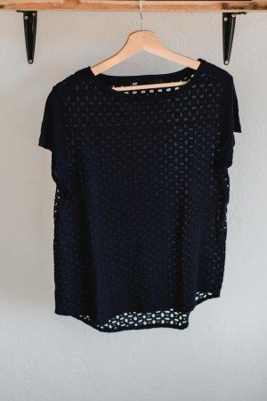 Dunkelblaues T-Shirt mit Lochmusterrücken