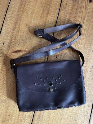 Dunkelbraune Echtledertasche mit Ornamenten