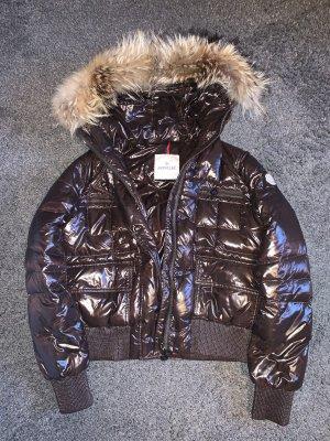 dunkelbraune Moncler Daunenjacke mit echtem Fell