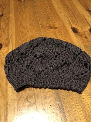 Bonnet en crochet brun foncé