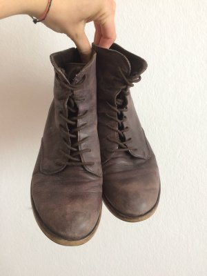 dunkelbraune Stiefeletten aus Leder