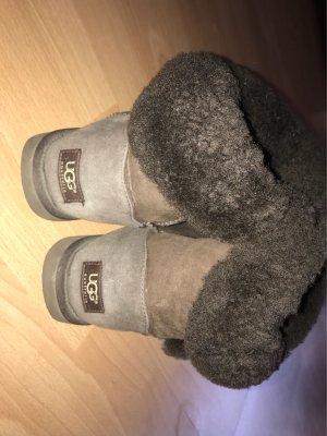 dunkelbraune UGG Boots abzugeben