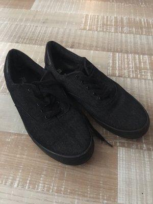 dunkelgraue sneaker von fila