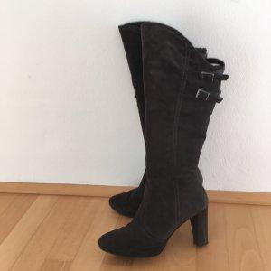 Dunkelgraue Stiefel aus Wildleder mit elegantem Absatz Schnallendetails hoher Schaft