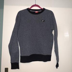 dunkelgrauer Nike-sweater