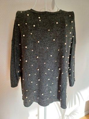 Dunkelgrauer Pullover mit Perlen von Zara