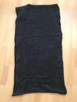 Caperuza gris oscuro