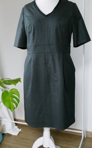 Dunkelgraues elegantes Kleid