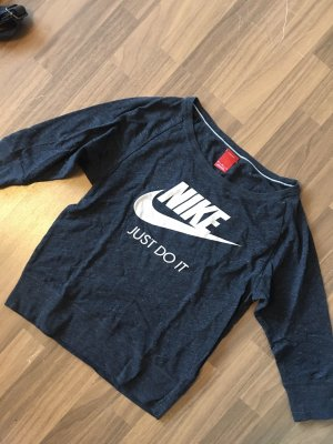 dunkelgraues Nike Shirt