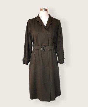 dunkelgrüner vintage Trenchcoat Paris
