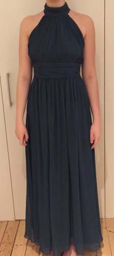 Dunkelgrünes hochgeschlossenes Abendkleid