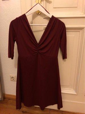 Dunkelrot Kleid