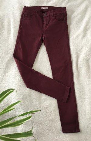Dunkelrote Skinny Jeans