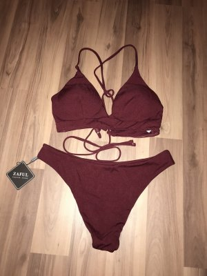 Dunkelroter Bikini