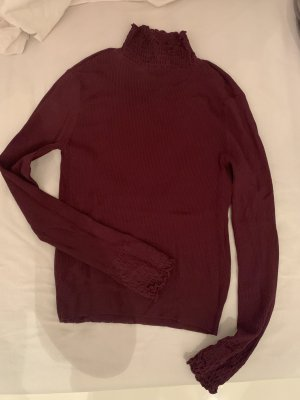 dunkelroter Turtelneck Pullover