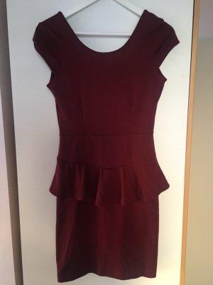 Dunkelrotes Kleid mit Schößchen