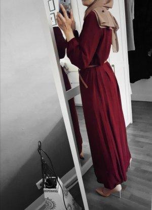 dunkelrotes Langarm-Kleid