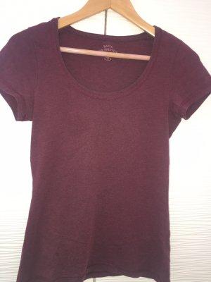 Dunkelrotes T-shirt