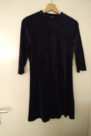 Dunklblaues Kleid aus Nikki-Samt in A-Linie