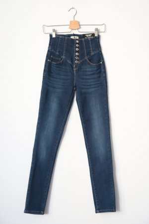 Dunkle Jeans mit hoher Taille