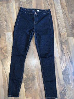 Dunkle jeanshose
