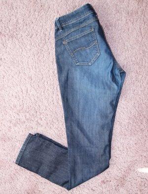 • Dunkle Jeanshose von S.Oliver