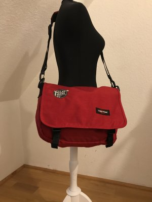 EAStPACK Tasche rot special Edition mit Bandlogo MLB