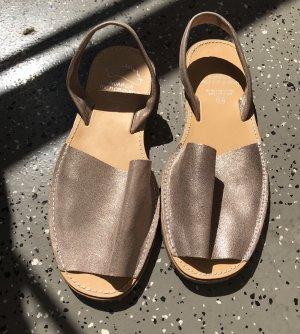 Sandały z rzemykami w kolorze różowego złota