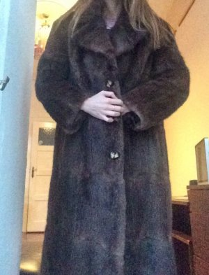 Abrigo de piel marrón oscuro-marrón