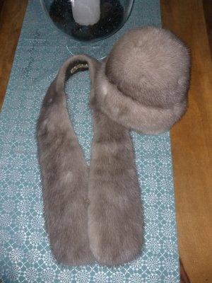 Chapeau en fourrure argenté-gris clair