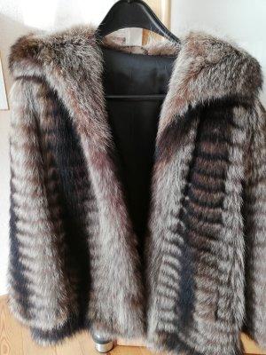Manteau de fourrure brun-brun foncé