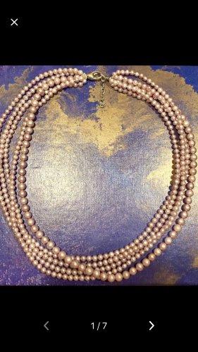 Collier de perles or rose
