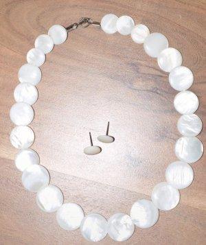 Collier de coquillages blanc
