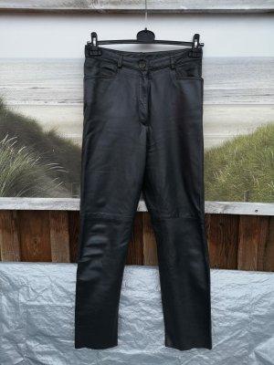 Echte schwarze Lederhose